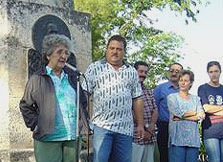 Irma Sehwerert, mother of Ren� and other relatives of the Five, recently visited the mausoleum where they demanded the immediate release of the heroes. Foto: L�zaro David Najarro Pujol